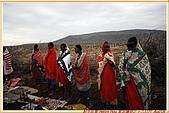 3.東非獵奇行-肯亞-馬賽人村落:_MG_0018肯亞_馬賽人村落_地攤販售馬賽人飾物紀念物.JPG