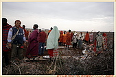 3.東非獵奇行-肯亞-馬賽人村落:_MG_0019肯亞_馬賽人村落_地攤販售馬賽人飾物紀念物.jpg