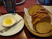 都靈義大利餐廳:麵包們加奶油