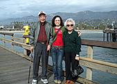 妹妹二零零九年元月來洛杉磯之旅:爸爸媽媽和妹妹2009年一月攝於聖塔芭芭拉_2.jpg