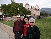 妹妹二零零九年元月來洛杉磯之旅:爸爸媽媽和妹妹2009年一月攝於聖塔芭芭拉_3.jpg