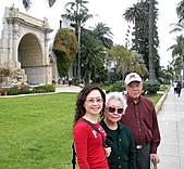妹妹二零零九年元月來洛杉磯之旅:爸爸媽媽和妹妹2009年一月攝於聖塔芭芭拉_6.jpg