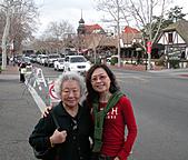 妹妹二零零九年元月來洛杉磯之旅:媽媽和妹妹2009年一月攝於聖塔芭芭拉_1.jpg