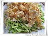 隨意拍拍:芹菜豆皮