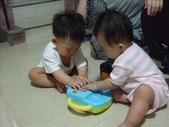 綸綸與妮寶搶玩具980804:1671378031.jpg