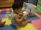 綸與祐一起吃餅乾玩玩具980719:1257765817.jpg