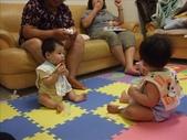 綸與祐一起吃餅乾玩玩具980719:1257765810.jpg