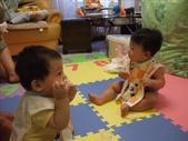 綸與祐一起吃餅乾玩玩具980719:1257765811.jpg