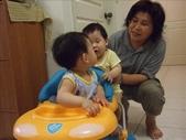 綸與祐一起吃餅乾玩玩具980719:1257765798.jpg