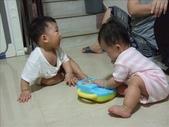 綸綸與妮寶搶玩具980804:1671378033.jpg