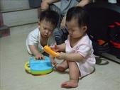 綸綸與妮寶搶玩具980804:1671378028.jpg