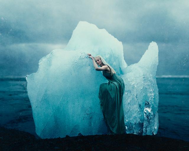 Kory-Zuccarelli-zukephoto-ig-ZukePhoto-Lieke-Ann-Haertjens-LiekeAnna-loc-Jökulsárlón-Glacial-Lagoon-Iceland-There-She-Waits-on-Her-Throne-of-Ice.jpg - 20161006冰島自助12天+比利時4天