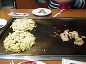 2007.12.22-26日本關西耶誕行:服務人員料理中...