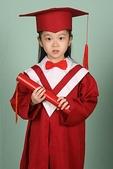女兒幼稚園畢業照:幼稚園畢業照