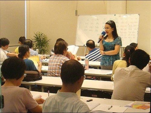 年的越南語教學陳凰鳳於2011.jpg - 2021陳凰鳳照片