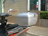 機車行李箱:鈴木GSR裝風型行李箱.JPG