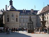 中歐14:捷克(布拉格.城堡區):捷克>布拉格.城堡區>第二中庭>聖十字教堂