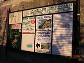 義大利蜜月之旅1:布魯奈特山城小鎮_廣告看板