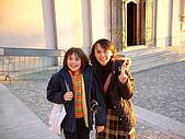 義大利蜜月之旅1:布魯奈特山城小鎮_放學的小朋友