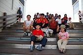 070220-春節高雄台南遊:車隊在海洋生物館前階梯上的大合照