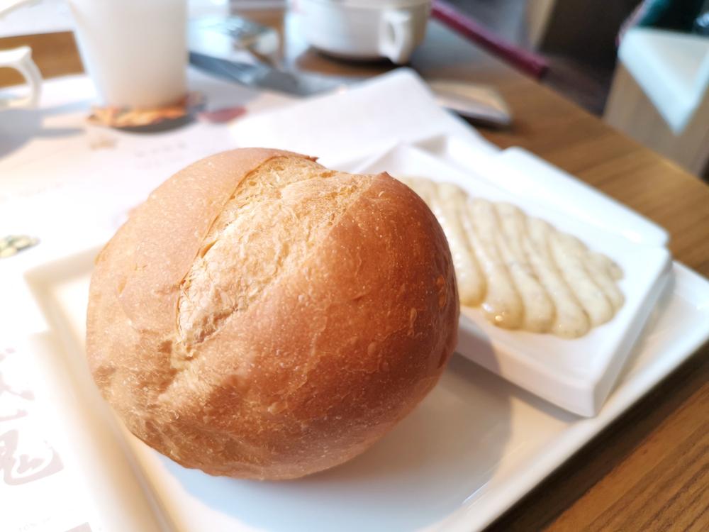 赤鬼炙燒牛排,真的不是平價牛排,最好吃是麵包