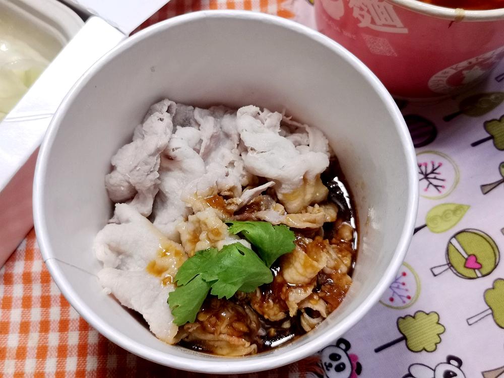 KIKI餐廳,外帶便當/防疫便當/180元可以吃到又辣又香的水煮牛~