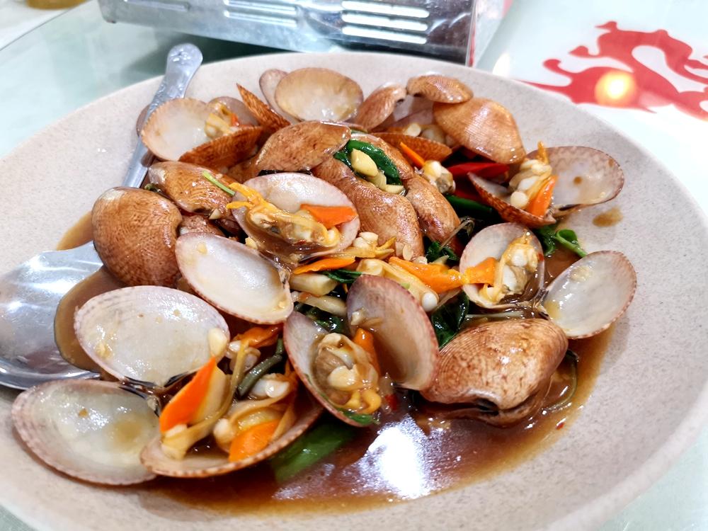 強棒友魚海鮮,土魠魚粥、手工香腸必點!