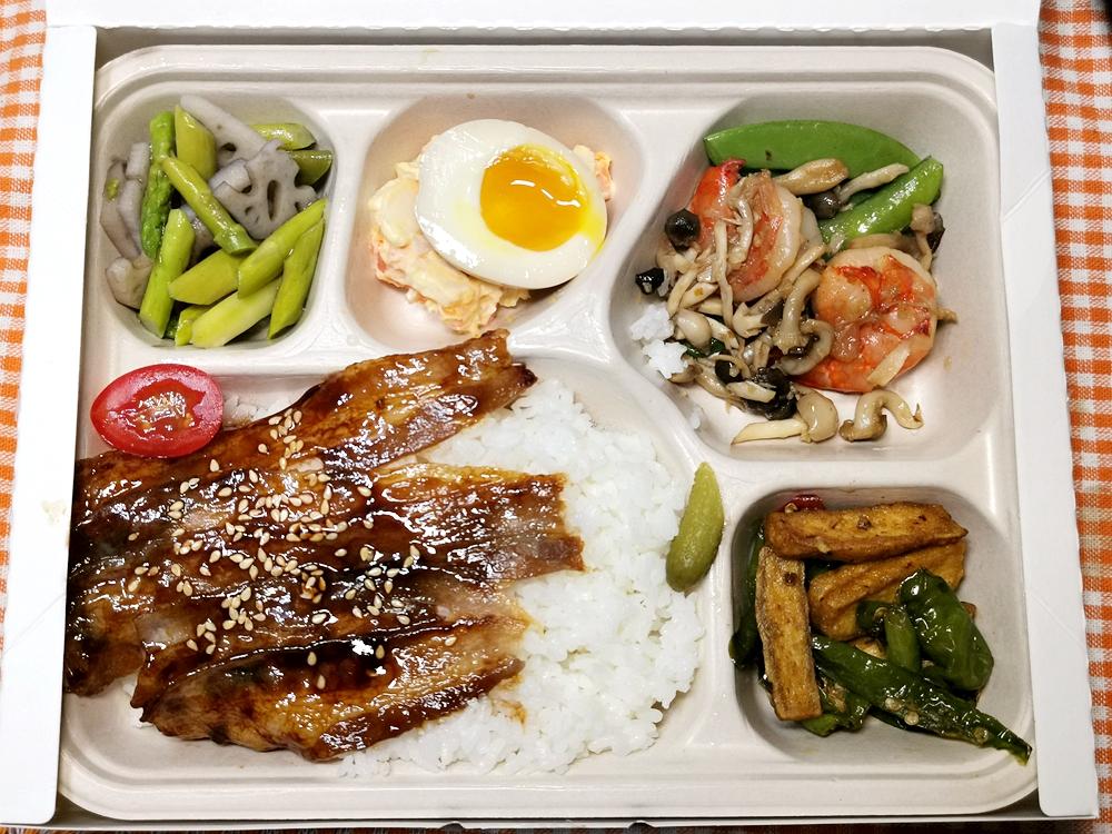 新板希爾頓飯店/青雅中餐廳/外帶便當/港式油雞雙拼/醬燒豬五花