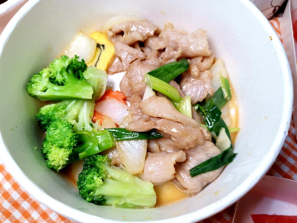 彭園外帶便當,主廚精選套餐,香炒松阪豬肉美味!