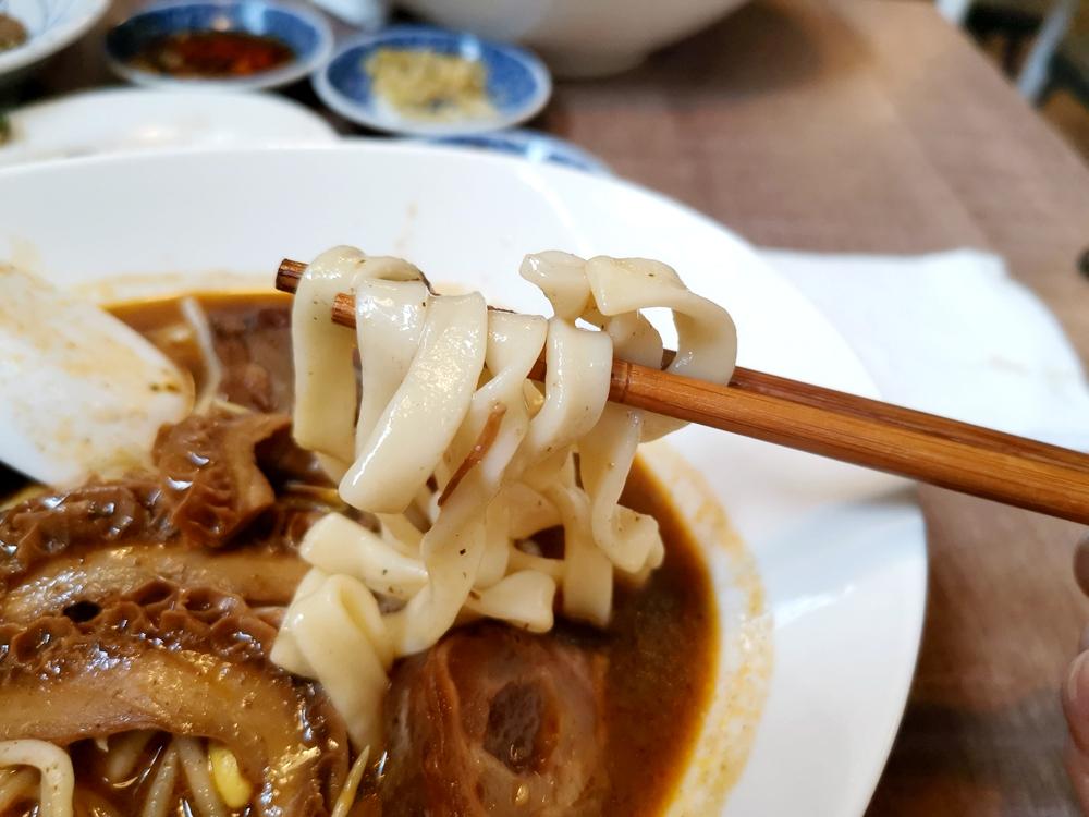 木心麵舖,頗具特色的牛肉麵、麻辣麵,推薦麻辣口味的麵點!