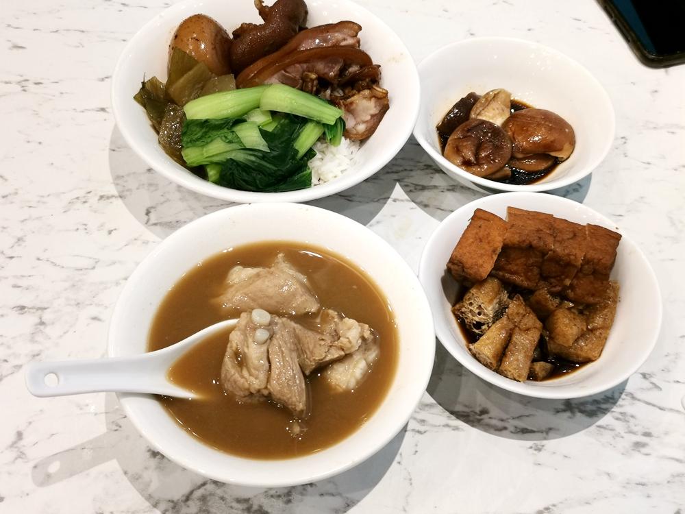 黃亞細肉骨茶餐室,湯濃厚、胡椒味重,可續湯