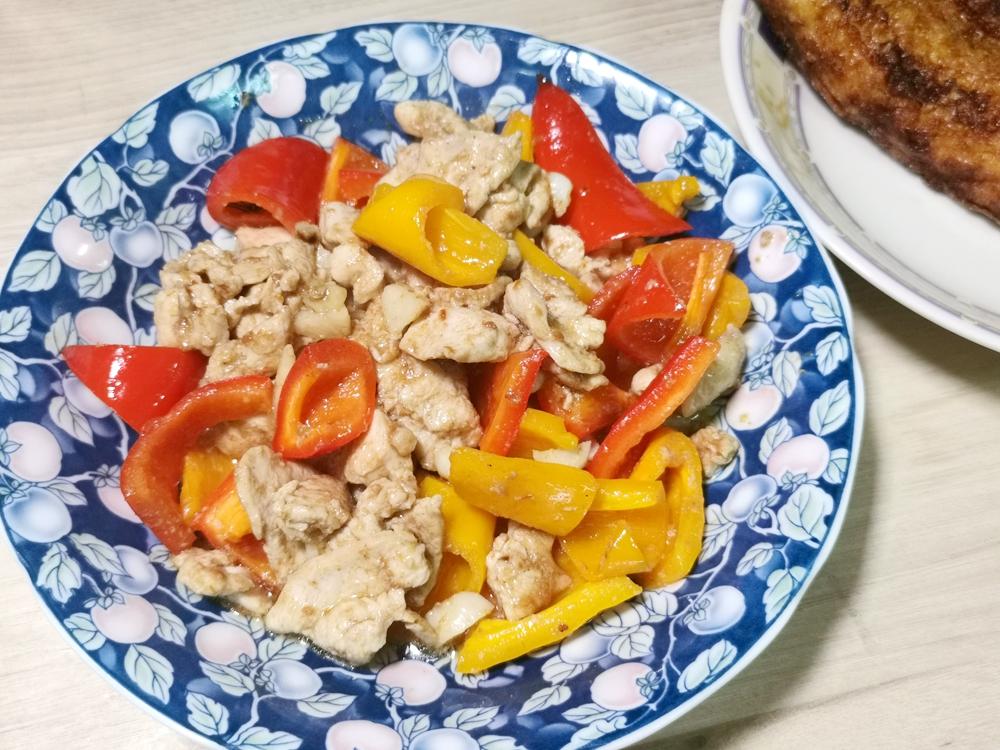 彩椒雞丁/甜椒雞丁/甜椒雞肉/甜椒料理/雞肉料理