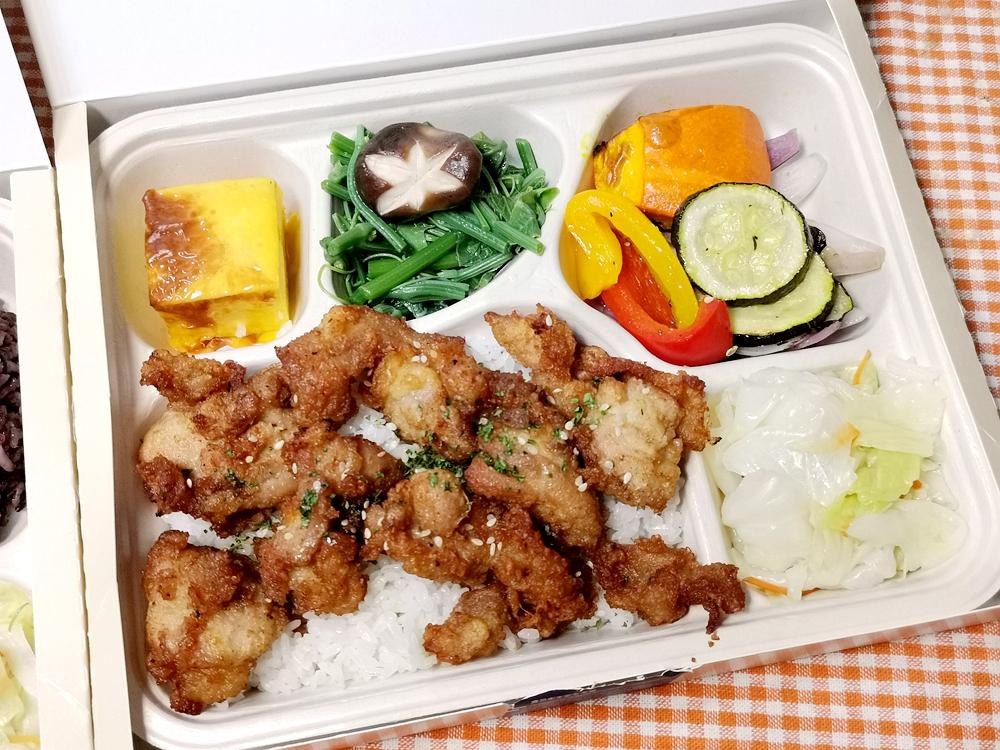 板橋凱撒大飯店/外帶便當,我推唐揚日式炸雞便當/朋派自助餐