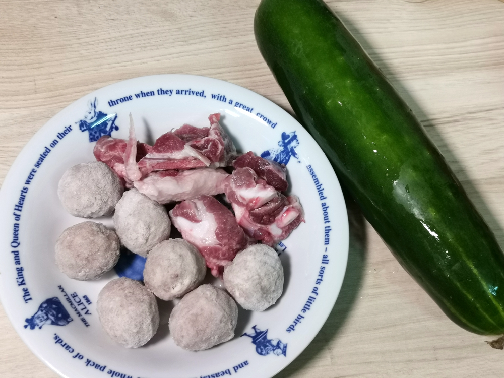 大黃瓜排骨貢丸湯/大黃瓜貢丸湯/大黃瓜料理/貢丸料理