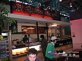 96.12.28~96.12.31 韓國濟州島之旅... :入關後的二樓美食區(右半邊)