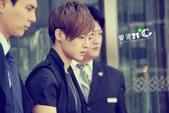 金賢重2012 Kim Hyun Joong Fan Meeting Tour寫真:120611金賢重北京下榻飯店出來by愛賢21度 C3.jpg