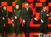 金奎鐘solo專輯Turn Me On封面圖+專輯寫真+MV截圖+飯拍簽名會表演圖:110929 Mnet Mcount down-005.jpg