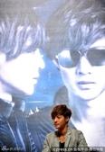 金賢重2012 Kim Hyun Joong Fan Meeting Tour寫真:120531成都FM擊掌-7.jpg