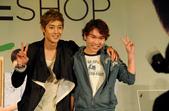金賢重The Face Shop 2011 Asia Tour越南行:110812簽名Gueen Plaza-Zing-002.jpg