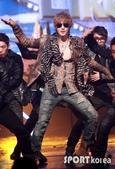 金賢重個人專輯Heat, Lucky韓文版, 日文版寫真+MV截圖+桌布+活動圖:金賢重-111020-Mnet Mcount Down-007.jpg