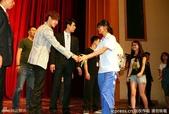 金賢重2012 Kim Hyun Joong Fan Meeting Tour寫真:120531成都FM擊掌-1.jpg
