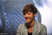 金賢重2012 Kim Hyun Joong Fan Meeting Tour寫真:120531成都FM擊掌-10.jpg