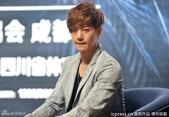 金賢重2012 Kim Hyun Joong Fan Meeting Tour寫真:120531成都FM擊掌-5.jpg