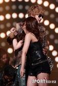 金賢重個人專輯Heat, Lucky韓文版, 日文版寫真+MV截圖+桌布+活動圖:金賢重-111020-Mnet Mcount Down-011.jpg