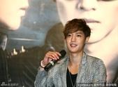 金賢重2012 Kim Hyun Joong Fan Meeting Tour寫真:120531成都FM擊掌-6.jpg
