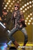 金賢重個人專輯Heat, Lucky韓文版, 日文版寫真+MV截圖+桌布+活動圖:金賢重-111020-Mnet Mcount Down-014.jpg