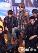 金賢重個人專輯Heat, Lucky韓文版, 日文版寫真+MV截圖+桌布+活動圖:金賢重-111020-Mnet Mcount Down-016.jpg