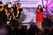 2011SIA(Style Icon Awards)金賢重,少女時代, 朴施厚, 劉亞仁, 南圭麗, 高素榮等眾明星走紅地毯, 領獎, 表演圖:IU表演2.jpg