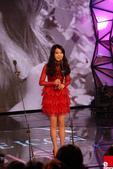 2011SIA(Style Icon Awards)金賢重,少女時代, 朴施厚, 劉亞仁, 南圭麗, 高素榮等眾明星走紅地毯, 領獎, 表演圖:IU領獎.jpg
