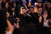 2011SIA(Style Icon Awards)金賢重,少女時代, 朴施厚, 劉亞仁, 南圭麗, 高素榮等眾明星走紅地毯, 領獎, 表演圖:朴宰範表演.jpg